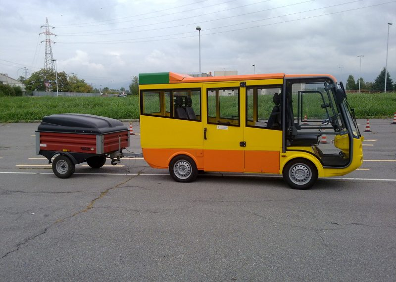 Esagano Geco Electric Shuffle Bus with Trailer